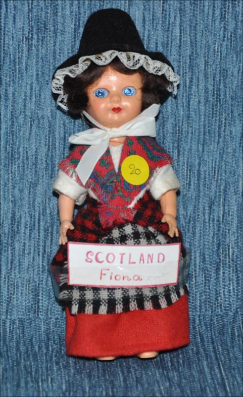 Fiona, Scotland doll in traditional costume [Κούκλα]